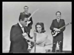 Johnny Cash & June Carter - 1967 [Raro] - YouTube