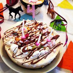 Lastenjuhlien täydellinen kakku syntyy melkein vartissa,maistuu myös aikuisille eikä edes kalpene Instagramissa.