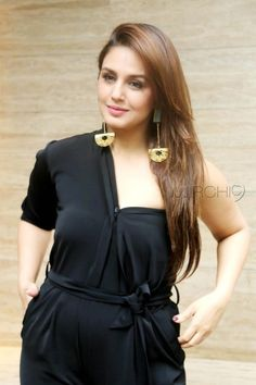is a queen of Bollywood. She rule over the heart of lover. Look her beauty more closely at Go to detail. www.Bollywoodoops.com