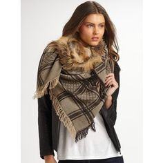 Gucci Fox Trimmed Gg Patterned Stole/Taupe