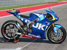 SUZUKI GSXRR 1000 Motogp 2015 - in the track.