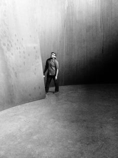 The scale of Richard Serra's colossal steel works feels unbelievable, especially in this photograph of him with his piece.