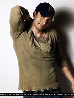 Chris Evans...LOVE this pic of him, Sox hat & all!