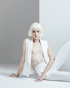 A modelo transexual Joana Couto veste o anel punk de Prata Paladina e Ametista para a revista CAUSE.