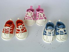 Babyschuhe als Tortenfigur für die Tauftorte Baby Shoes, Kids, Clothes, Fashion, Birthday Cake Toppers, Cakes, Children, Outfit, Boys