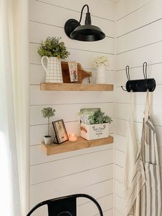 The modern farmhouse design is not only for rooms. The actual farmhouse design completely reflects the entire style of the house and the family tradition also. This totally reflects the entire style… Farmhouse Style Decorating, Farmhouse Design, Farmhouse Decor, Modern Farmhouse, Farmhouse Table, Rustic Decor, Farmhouse Ideas, Country Farmhouse, Country Living