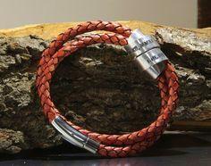 Lederen en zilveren armband, #tekstarmband, armband eigen tekst, zilveren bangle, gepersonaliseerde, armband met tekst, armband met naam NADINES.NL   #sieraden #armband eigen #tekst #Armbanden