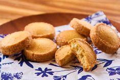 プロが教える「クッキー作り」最大のコツとは? 意外なテクニックがサクホロ食感を作り出すレシピ - dressing(ドレッシング) Sweets Recipes, Baking Recipes, Desserts, Biscotti, Cornbread, Baked Goods, Muffin, Food And Drink, Yummy Food