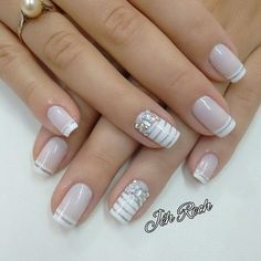 32 New Acrylic Nail Designs Ideas to Try This Year - Page 31 of 32 White and gold shiny nails white and glitter are the perfect complement. Don't just trust us, look at it yourself. These silver-white shiny nails are Solid Color Nails, Nail Colors, Pastel Colors, Bridal Nails, Wedding Nails, Wedding Art, Acrylic Nail Designs, Nail Art Designs, Acrylic Nails
