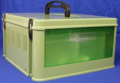 Transport case 6 packCase 38*39*18h cmPods 16*11.7*14.6hComes complete with lid and pod come with feeder and drinker and parchesIdeal for transporting bird safely and secureIdeal for finch and canary sized birds.