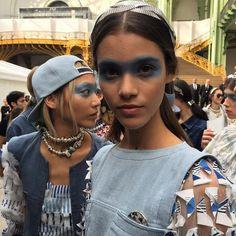 Backstage Instagram de la Fashion Week de Paris : Le look beauté aérien du défilé #Chanel printemps-été 2016 Chanel Airlines