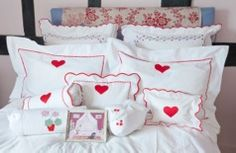 we just adore hearts!!!  charmajesty linens