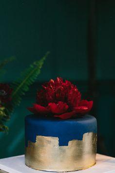 27 Gorgeous Wedding Cakes That Are Almost Too Pretty To Eat - Wedding cake details - Wedding Cake Fresh Flowers, Beautiful Wedding Cakes, Beautiful Cakes, Mini Tortillas, Wedding Cake Photos, Gold Cake, Wedding Cake Inspiration, Wedding Ideas, Wedding Decor