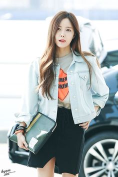 T-ara hyomin airport fashion Top Female Celebrities, Korean Celebrities, T Ara Hyomin, Kpop Fashion, Airport Fashion, Street Fashion, Young T, Soyeon, Pretty Men
