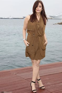 Aishwarya Rai attends a photo call of 'Heroine' at the Majestic Beach Pier during the Cannes Film Festival on May 2011 in Cannes, France Aishwarya Rai Images, Actress Aishwarya Rai, Aishwarya Rai Bachchan, Hanuman Chalisa, Palais Des Festivals, Movie Magazine, Armani Prive, Movie Photo, Aishwarya Rai