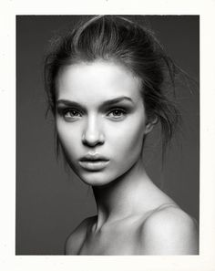 Uber Sinnlich by Greg Kadel for Vogue Germany May 2011 - Josephine Skriver Greg Kadel, Portrait Photos, Female Portrait, Woman Portrait, Black And White Portraits, Black And White Photography, Girl Face, Woman Face, Modeling Fotografie