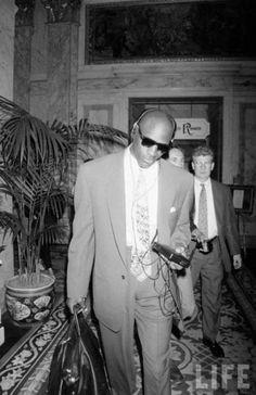 Michael Jordan with a walkman for LIFE Magazine 1991 Surf Girls, Michael Jordan Cologne, Ropa Hip Hop, Michael Jordan Photos, Michael Jordan Basketball, Jordan 15, Nike Tracksuit, Jordan Fashions, Purple Shorts