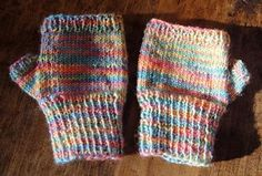 fingerless gloves for kids (free pattern)