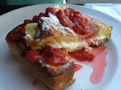 Strawberry Cream Cheese French Toast - French toast topped with homemade strawberry sauce. Fabulous blend of baked cream cheese and strawberry makes it super delicious! - http://womenpla.net/strawberry-cream-cheese-french-toast/
