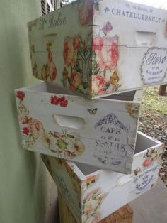 New ideas for wooden boxes decoration Decoupage Vintage, Decoupage Box, Old Wooden Boxes, Wood Boxes, Wood Crates, Wooden Pallets, Wood Print, Painting On Wood, Decoration