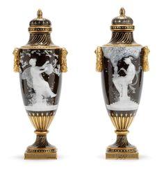 Essa técnica incrível foi inventada  na  fábrica  de porcelana  de Sèvres , na França , em 1849  pelo artist a  ceramista  Mark  Louis  So...
