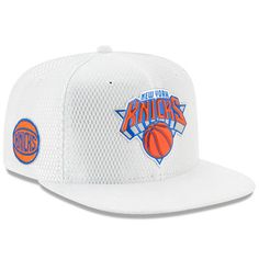 New Era New York Knicks On-Court Reverse Cuffed Pom Knit Beanie