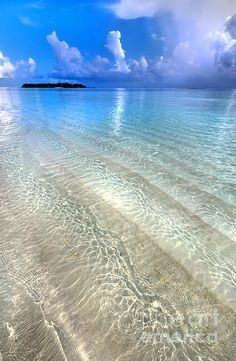 Crystal Water of the Maldives.
