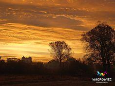 Klasztor pocysterski o wschodzie słońca. #wagrowiec #wielkopolska #polska #poland #wągrowiec #sunrise #sky #wschodslonca #niebo #klasztor #monastery Fot. Z. Paulus