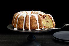 Vanilla Bundt Cake With Strawberries
