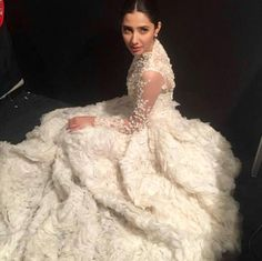 Mahira Khan stuns at the LUX Style Awards 2015! | PINKVILLA