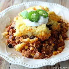 Do you like eating cornbread with your chili? Then you will love this Chili Cornbread Casserole! It& cooks together for a hearty, comforting dinner! Chili Cornbread Casserole, Casserole Dishes, Casserole Recipes, Vegetarian Casserole, Vegetarian Lunch, The Magical Slow Cooker, Pumpkin Delight, Cooking On A Budget, College Cooking
