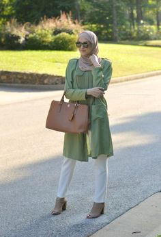 green maxi tunic, Winter hijab street styles by leena Asaad http://www.justtrendygirls.com/winter-hijab-street-styles-by-leena-asaad/