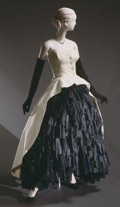 Evening Dress Cristobal Balenciaga, 1951 The Philadelphia Museum of Art