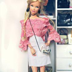 Boa tarde!!!! . . . . . #barbie #barbiestyle #pink #shirt #trend #mermaid #sereismo #bolsasereia #bag #monday #mood #look #lookofday #lookdodia #fashion #fashionista #details #blond #girl