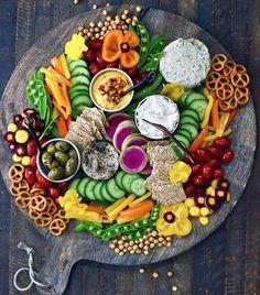 Appetizers Recipes This Rainbow Snack Platter by @superfoodrunner is the perfect snack after a long...