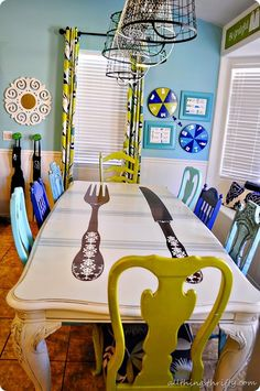 I need a table makeover! Creative dining room table makeover and how to paint furniture with Lacquer tutorial. Funky Furniture, Paint Furniture, Furniture Projects, Kitchen Furniture, Furniture Refinishing, Refurbished Furniture, Repurposed Furniture, Furniture Stores, Antique Furniture