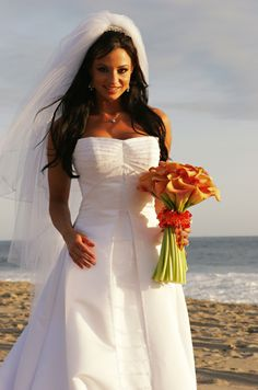 On May 7, 2005, former WWE Diva Candice Michelle Beckman married Dr. Ken Gee Ehrlich in a seaside ceremony. Ehrlich is a chiropractor in Los Angeles, where the couple now resides with their daughters AkiAnne Rose and Ryumi Grace.