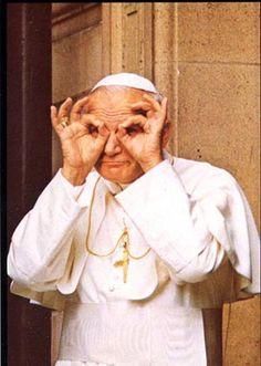 El Papa Juan Pablo II, haciendo gracias....