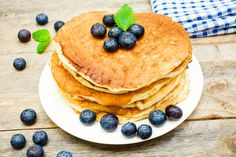 With a few simple tweaks, you can make healthy version of the commonly sweet pancake in no time at all! The benefits of this are fantastic. Paleo Recipes Easy, Gluten Free Recipes, Delicious Recipes, Healthy Protein, High Protein, Nutrient Rich Foods, Fabulous Foods, Yummy Food, Nutrition