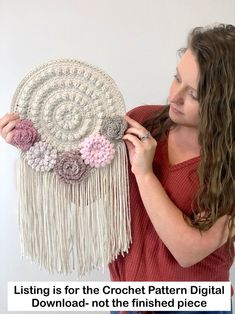 The perfect free crochet pattern for spring home decor. This crochet floral wall hanger is sure to make a statement in any room! # spring crochet projects How To Make An Easy Crochet Tapestry- Quick And Free Pattern Crochet Home Decor, Crochet Crafts, Crochet Projects, Crochet Flower Patterns, Crochet Flowers, Crochet Dreamcatcher Pattern Free, Loom Patterns, Crochet Wall Hangings, Crochet Hooks