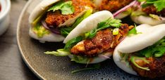 Fried Chicken Bao :: Diamond Meals Sriracha Chicken, Crispy Fried Chicken, Tandoori Chicken, Asian Recipes, Healthy Recipes, Ethnic Recipes, Sandwiches, Bao Buns, Bun Recipe