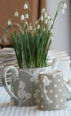 flowers in a teapot - GreenGate