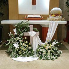 주님 부활하셨습니다. 우리의 죄를 몸소 지시고 죽음에서 다시사신 나의 주님! 그... Altar Flowers, Church Flower Arrangements, Church Flowers, Funeral Flowers, Diy Flowers, Contemporary Flower Arrangements, Wedding Altars, Altar Decorations, Church Activities