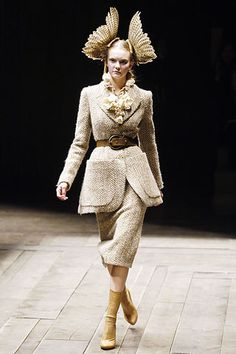 Alexander McQueen Fall 2006 Ready-to-Wear Fashion Show - Caroline Trentini (Elite)