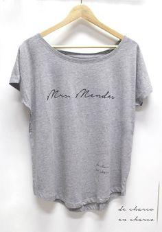 Camiseta oversize en para mujer MRS MENDES. Perfecta para Fans de SHAWN MENDES. 100% algodón. Corte femenino extralargo, manga amplia, bajo
