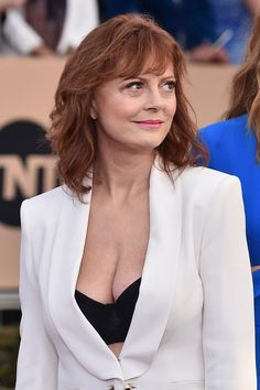 Susan Sarandon discusses ageism and sexism she faced in Hollywood Beautiful Old Woman, Gorgeous Redhead, Susan Sarandon Hot, Susan Surandon, Thelma Et Louise, Actrices Hollywood, Hair Styles 2016, Classic Beauty, Beautiful Actresses