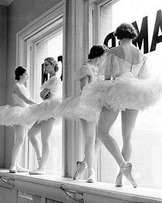 School of American Ballet, NYC, 1936. : Alfred Eisenstaedt