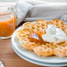 Swedish Waffles with whipped cream and cloudberry jam (in Swedish)