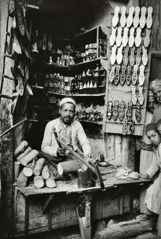 http://th06.deviantart.net/fs70/PRE/f/2012/101/b/4/slipper_maker_damascus_1900_1920_by_sodadnima-d4vrsa1.jpg