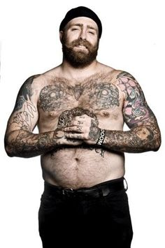 Look at this thick, bearded, sexy , lounge worthy bastard! <3